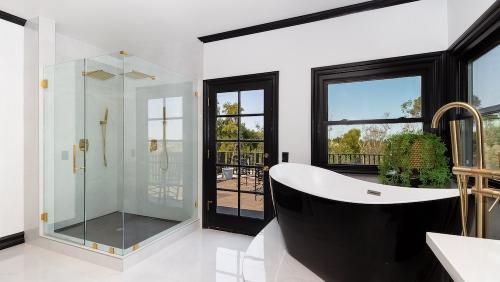 Master-Bathroom-2-1